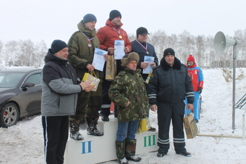 В Омской области в Исилькульском районе впервые прошел чемпионат автогонок на льду посвященный 75-летию Победы
